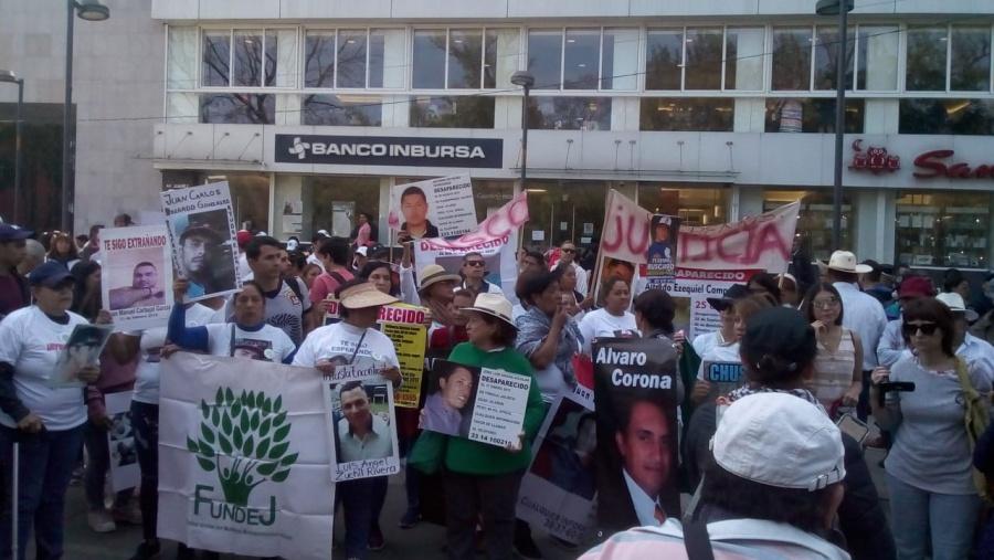 Llega caravana al Zócalo y elpresidenteno los recibe
