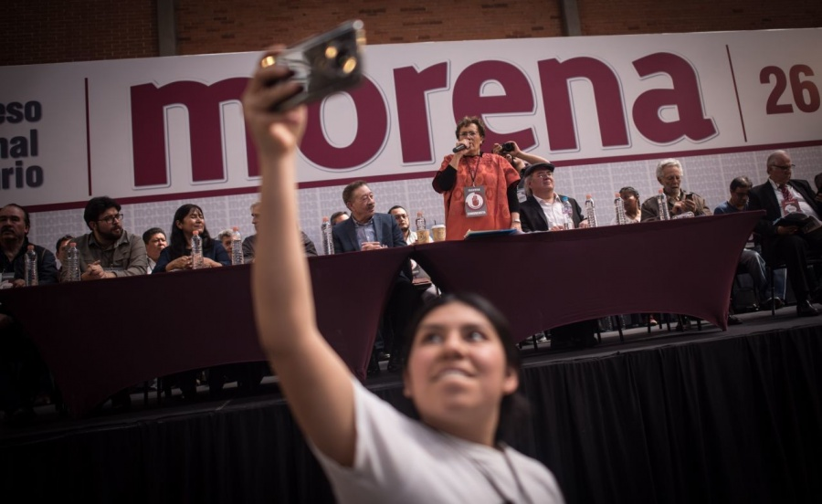 Morena convoca a plenaria a 14 funcionarios