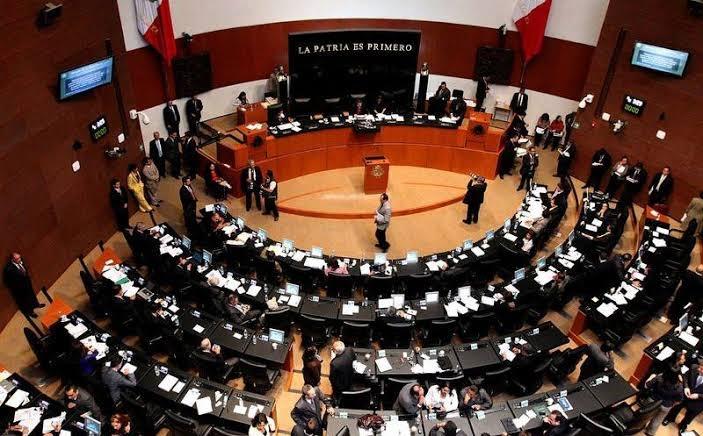 Oposición atiende a una comisión en el senado