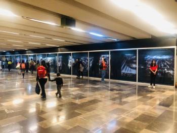 """Montan exposición del creador de """"Alien"""" en el Metro La Raza"""