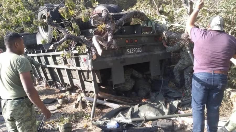 Vuelca camión del Ejército en carretera a Tuxtepec, Oaxaca y hay 7 muertos