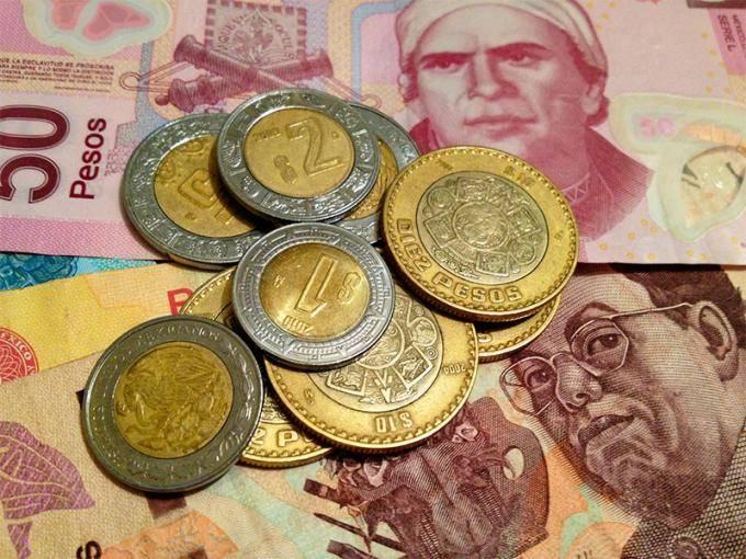 Peso mantiene baja ante dólar por tercer día consecutivo