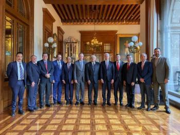 Gobernadores del PRI acuerdan adherirse al Insabi