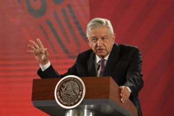 """Ante rechiflas, reconoce AMLO que gobernadores """"den la cara"""""""