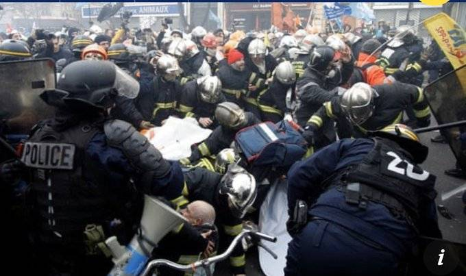 Bomberos y policías se enfrentan durante manifestación en París