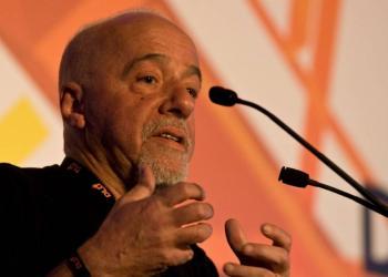 Paulo Coelho destruirá libro infantil que escribía con Kobe Bryant