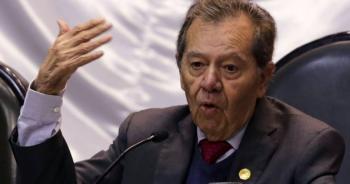 Pide Muñoz Ledo la renuncia de Francisco Garduño al INM