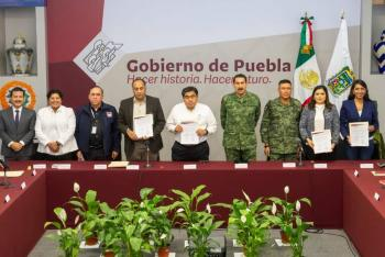 En Puebla, estado y ayuntamientos firman acuerdo de seguridad