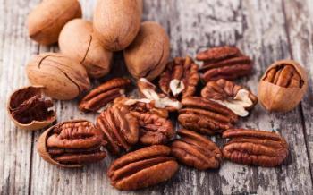 Nueces retrasarían deterioro cognitivo en adultos mayores