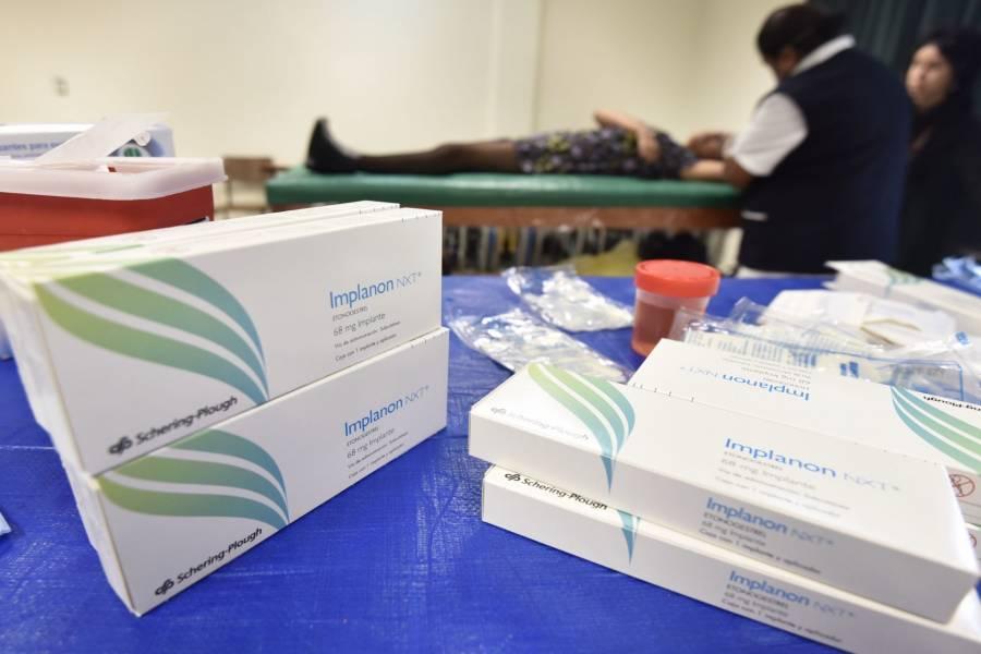 """Para evitar """"chantajes"""", AMLO firma decreto para compra de medicinas en el extranjero"""