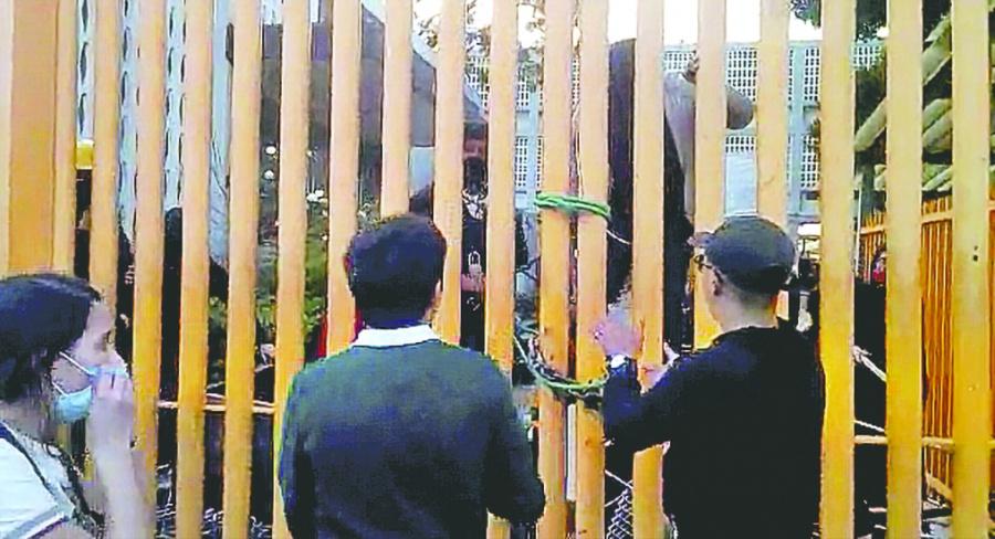 Alumnos y paristas de Prepa 9 chocan y rompen diálogo