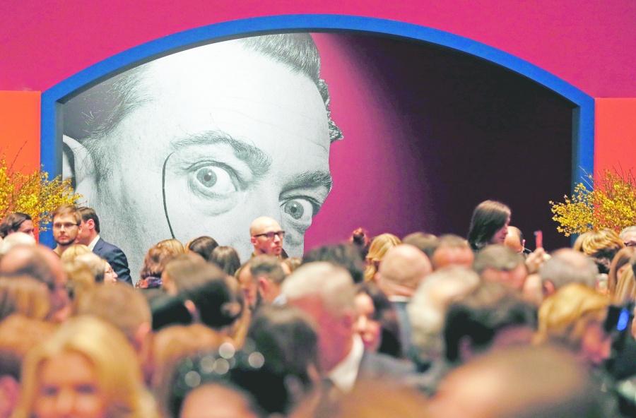 Roban escultura de Dalí en Estocolmo
