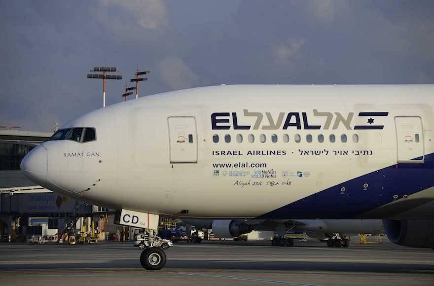 Aerolíneas suspenden o reducen sus vuelos a China por coronavirus