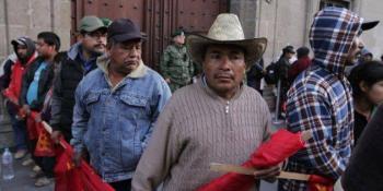 Manifestantes bloquean accesos a Palacio Nacional