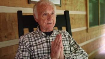 Sacerdote renuncia a la iglesia para ser actor porno