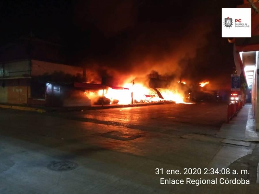 Controlan incendio en mercado de Córdoba
