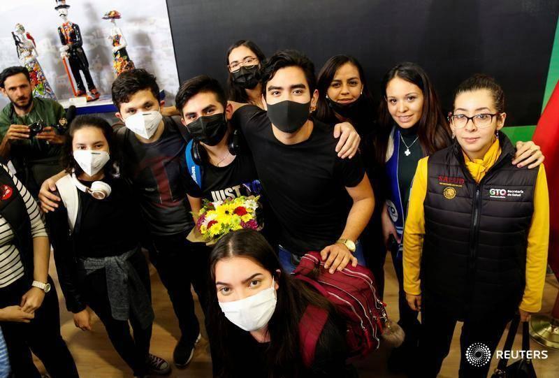 Arriban 18 de 52 estudiantes guanajuatenses provenientes de China