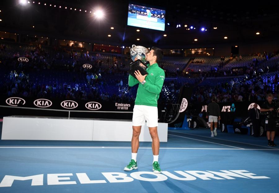 Djokovic recupera la cima y es bicampeón de Australia