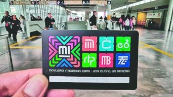 Usuarios viajan gratis en metro por la sustitución de la tarjeta