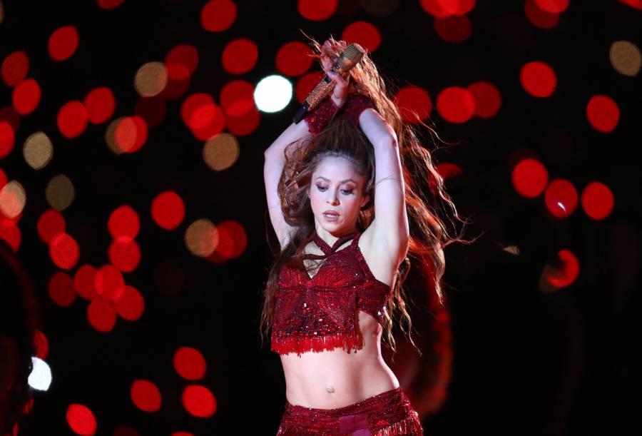 """""""La esposa del Piqué"""", llama comentarista a Shakira y se le van encima"""
