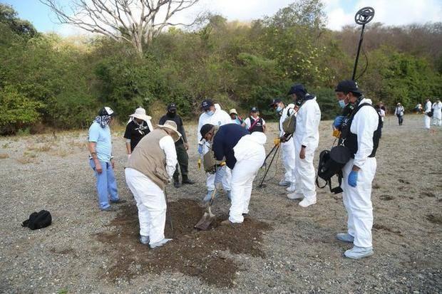 Encuentran en Uruapan 11 cuerpos en una fosa clandestina
