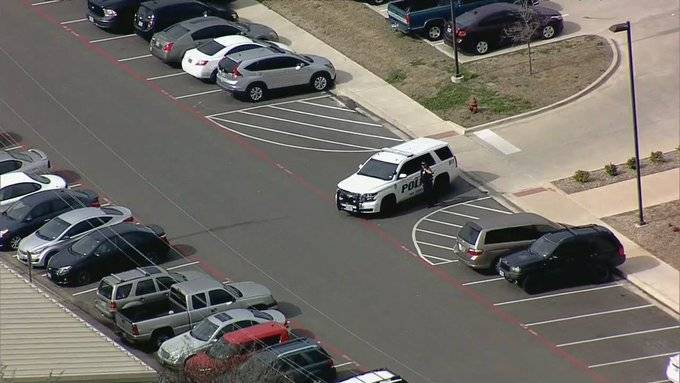 2 muertos por tiroteo en universidad texana