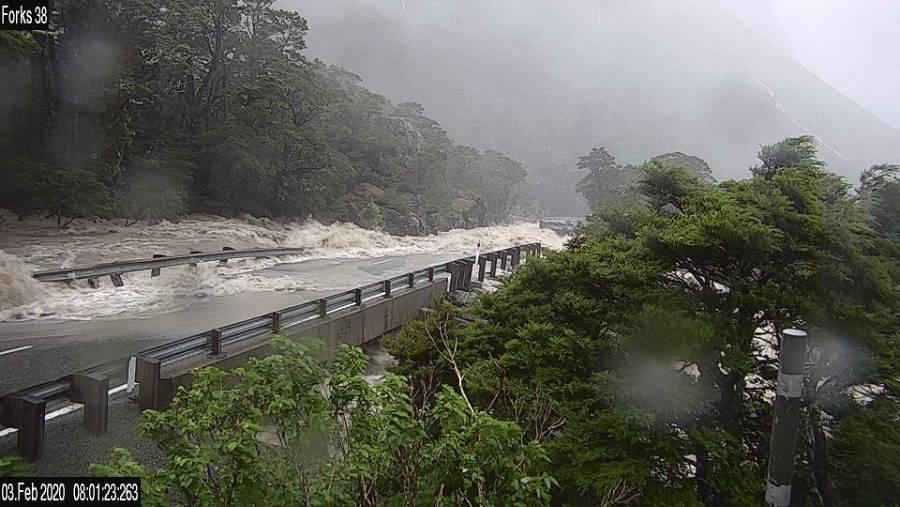 Inundación en Nueva Zelanda deja atrapadas a más de 300 personas