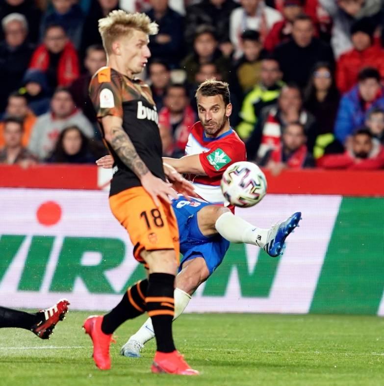 El campeón se despide; Granada elimina al Valencia en la Copa del Rey