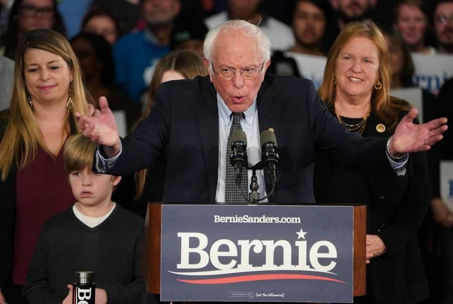 """Sanders repunta en los caucus de Iowa; """"Este es el principio del fin para Trump"""", afirma"""