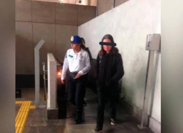 Detienen a mujer por hacer tocamientos a joven en el metro CDMX