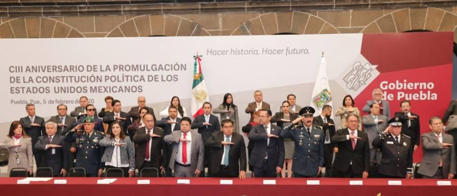 Llaman en Puebla a revisar el texto de la Constitución