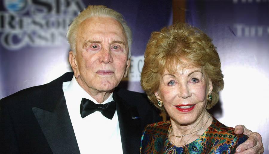 Kirk Douglas y Anne Buydens, un amor de seis décadas