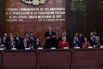 Encabeza López Obrador aniversario de la Constitución de Querétaro