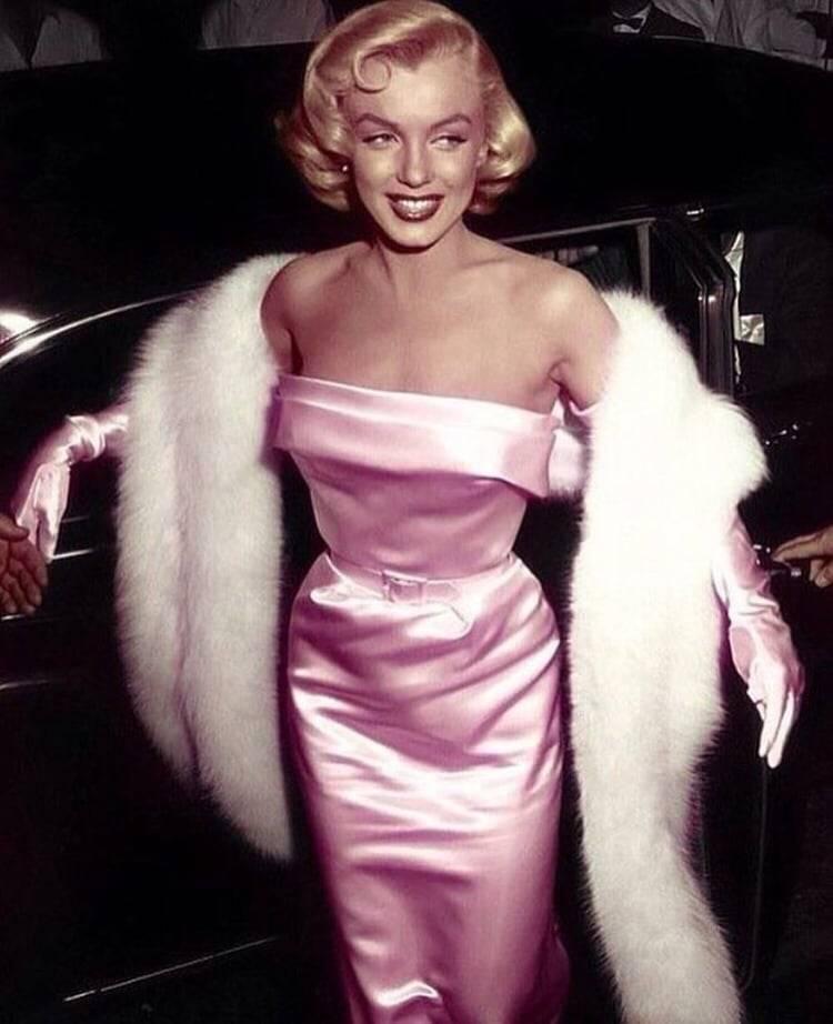 Se revelan fotografías de Marilyn Monroe embarazada en la playa