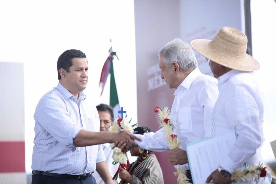 AMLO acepta acuerdo para que Guanajuato administre su sistema de salud.