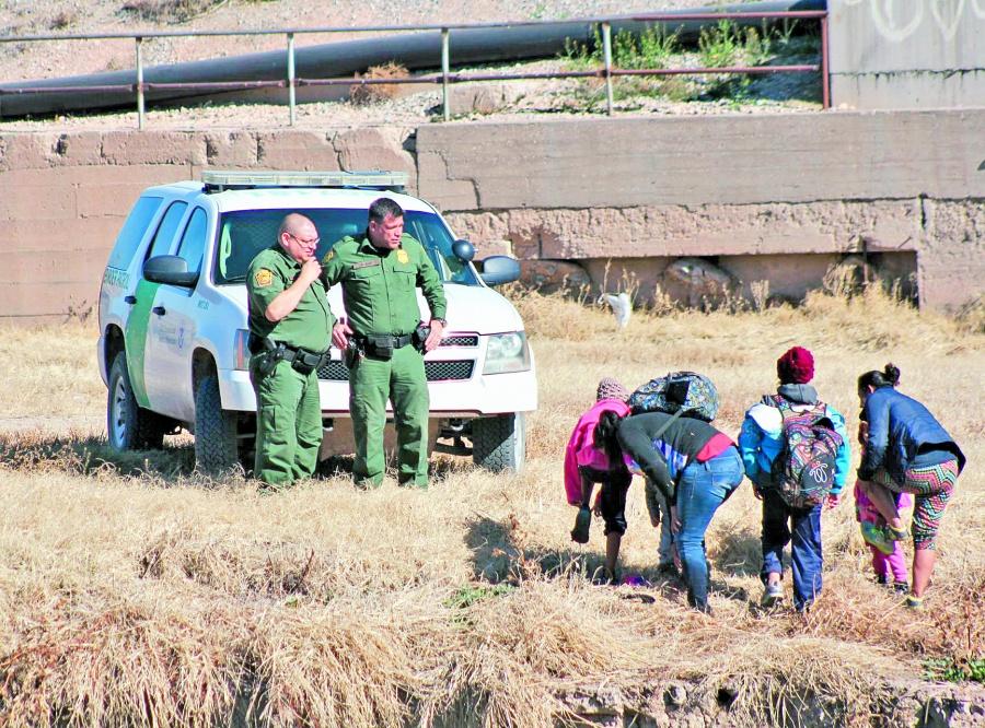 Acusan que por efecto embudo de EU mueren 8 mil ilegales en frontera
