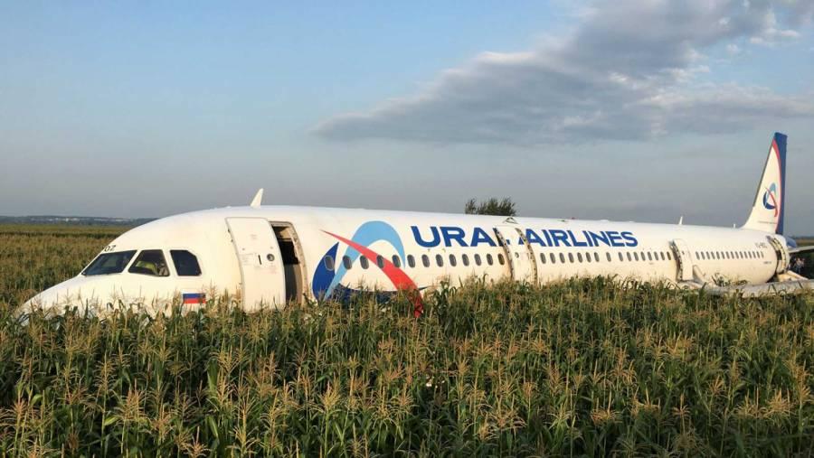 Un avión de pasajeros aterriza de emergencia en Rusia
