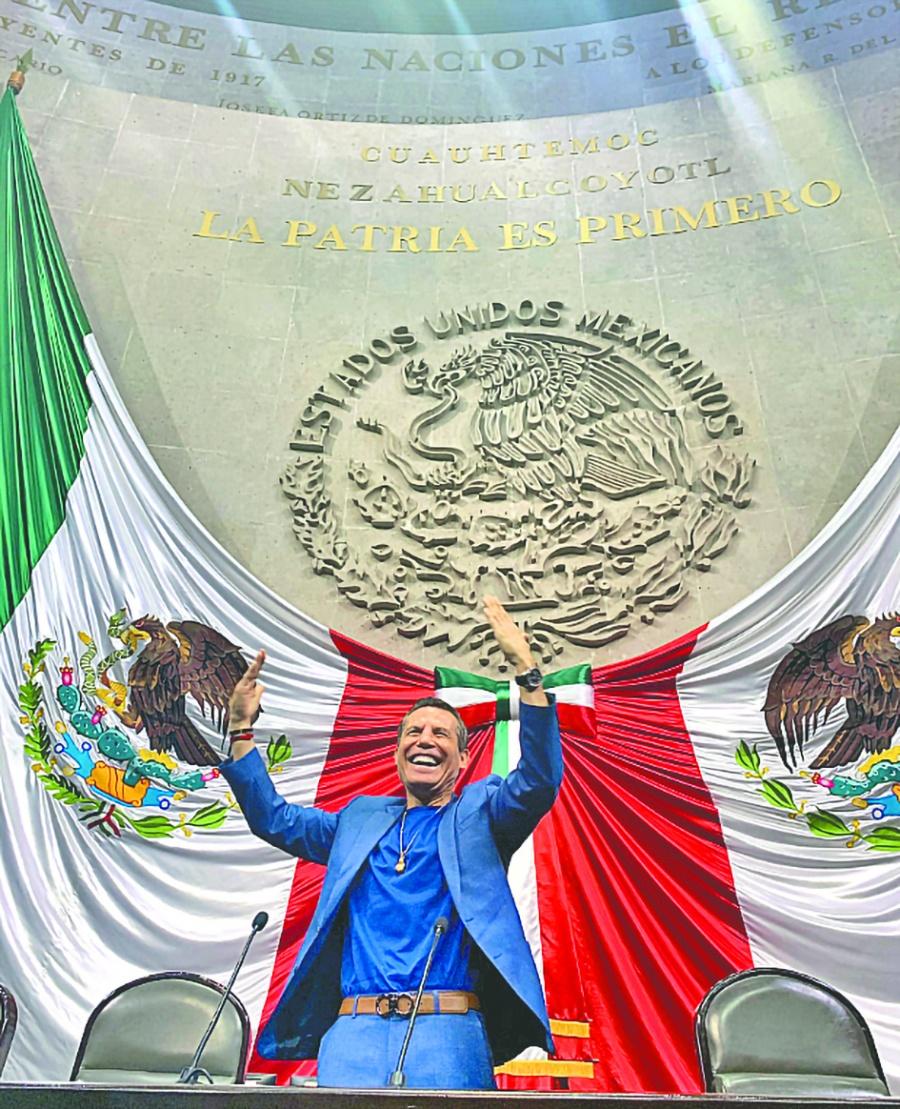 César Chávez recibe distinción por unir lazos entre México y EU