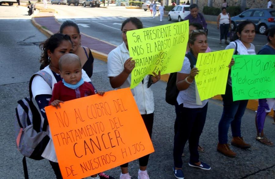 Dan 24 hora a gobierno para que dé medicinas para cáncer