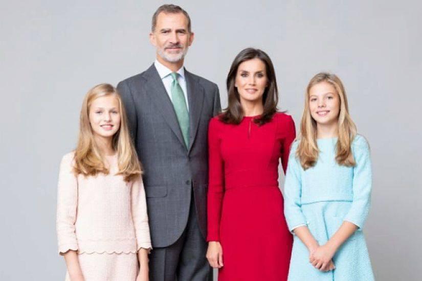 Los Reyes de España y sus hijas estrenan retratos oficiales