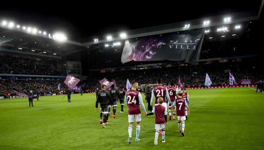 Equipos de la Premier League cobran a niños que acompañan a futbolistas