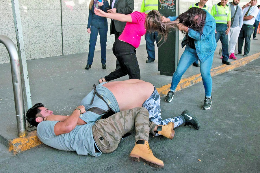 Mujeres taxistas denuncian acoso en elaicmy se desata riña