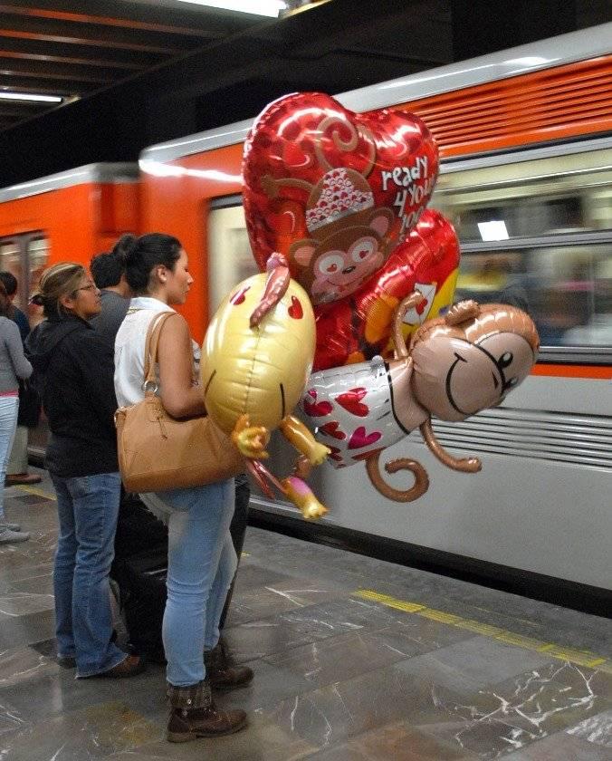 No se podrá ingresar al metro con globos metálicos este 14 de febrero