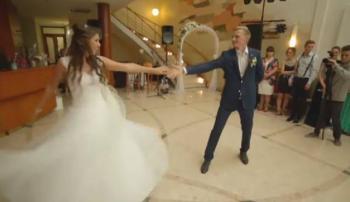 Novios bailan Metallica el día de su boda