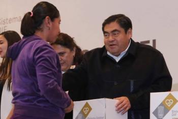 Miguel Barbosa presenta iniciativa de programa alimentario para mujeres embarazadas