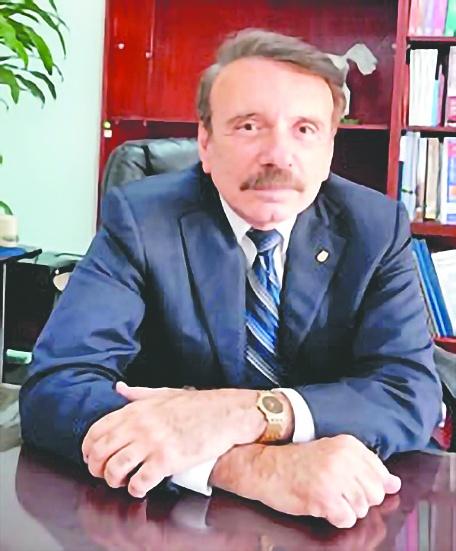 Exigen despido de director del IPN por corrupción