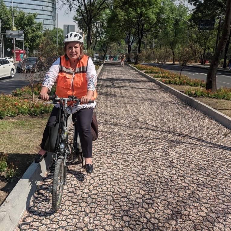 Xóchitl Gálvez sufre accidente en sendero de Reforma