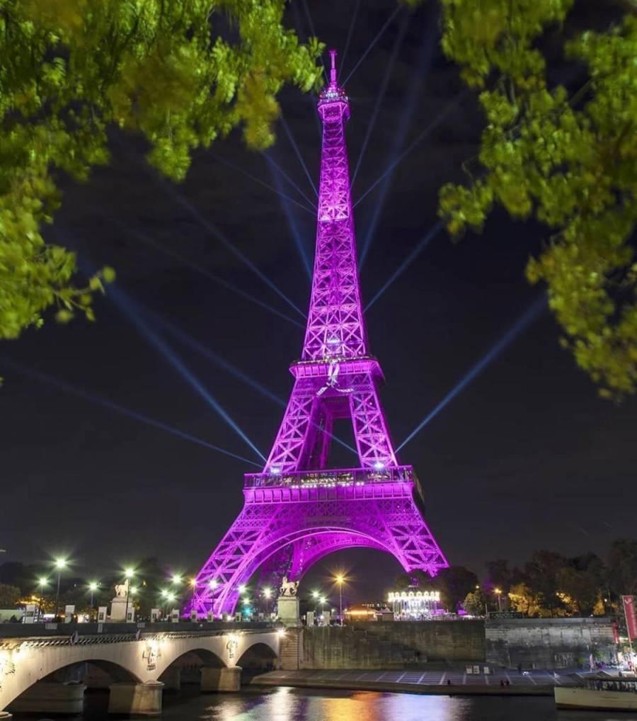 A través de tweets la Torre Eiffel proyectará mensajes de enamorados