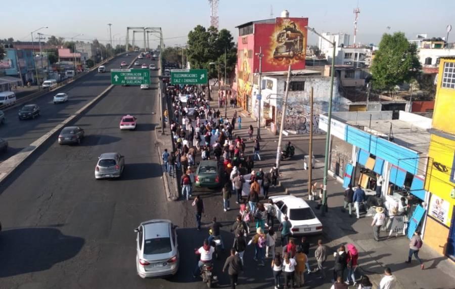 Manifestantes bloquean circulación en calzada Zaragoza