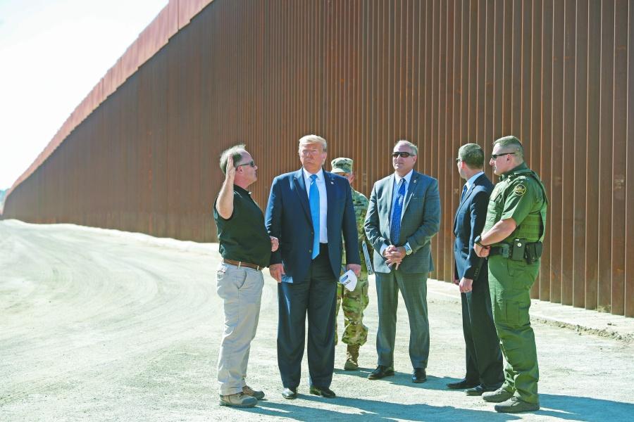 Trump usará 3,800 mdd de Defensa para construir su muro